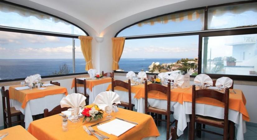 Hotel_Albatros_Forio_Campania_ristorazione_2.jpg-tSa-825X450