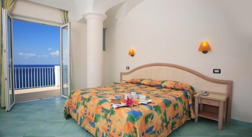 Hotel_Albatros_Forio_Campania_struttura_camere_1.jpg-tSa-825X450