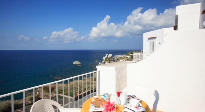 Hotel_Albatros_Forio_Campania_struttura_camere_3.jpg-tSa-825X450