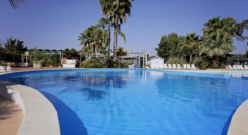 Minerva_Club_Resort_Golf_e_Spa_-_Villaggio_Marlusa_Piscina_2